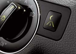 Управление наружным освещением Intelligent Light System. 5 режимов освещения, соответствующих типичным дорожным и погодным условиям (автобан, туман, поворот); включаются автоматически.