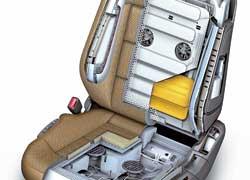 Активное мультиконтурное сиденье. Воздушные клапаны надувают боковины кресла с противоположной повороту стороны, тем самым удерживая пассажира и водителя. Предусмотрены массаж, подогрев, вентиляция.