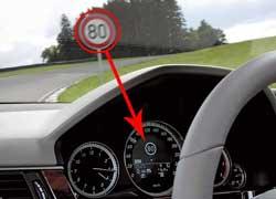Предупреждение о скоростных ограничениях. С помощью видеокамеры распознает дорожные знаки со скоростными ограничениями и дублирует их на дисплее.