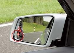 Контроль «слепых» зон. Мигание значка или зуммер, если в «слепой» зоне, остающейся «невидимой» для водителя, окажется другое транспортное средство.