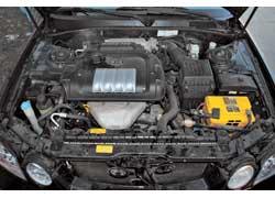 Моторы на гидроопорах работают тихо и уравновешенно. Привод ГРМ в зависимости от года выпуска – ремень или цепь.