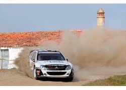 Третью гонку подряд Петер Солберг в очках на своей «старушке» Citroёn Xsara WRC. Mикко Хирвонен делает все что может, но догнать Лоэба ему пока не по силам.
