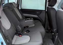 По пространству на задних сиденьях Hyundai – середнячок.