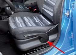 Регулировка кресла водителя по высоте имеет большой диапазон.