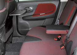 Задний диван цельный только у Nissan и двигается, соответственно, целиком.
