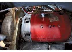 30-киловаттный электродвигатель Warp11 размещен в моторном отсеке. Снизу он закрыт защитной плитой, а сверху – блоком батарей.