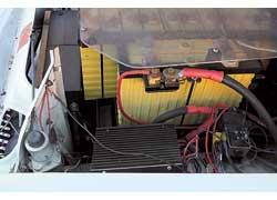 Регулятор напряжения занял место радиатора, поскольку тоже требует дополнительного охлаждения.