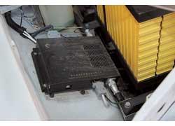 Контроль состояния батарей осуществляет система GT BMS, также расположенная в моторном отсеке.