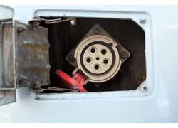 На «оживление» батарей при помощи стационарного зарядного устройства уходит 4–5 часов.