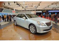 Главной премьерой Toyota стал люксовый седан New Crown. Автомобиль оснащен бензиновым V6 и автоматической КП, к тому же специально адаптирован к местным дорожным условиям и стилю езды китайских водителей.
