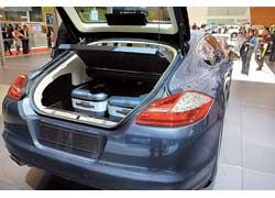 Porsche представила 5-дверный хэтчбек Panamera с багажником объемом от 445 до 1263 л в зависимости от положения задних сидений.
