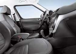 Интерьер выполнен в фирменном шкодовском стиле, знакомом по моделям Fabia, Superb и рестайлинговой Octavia.