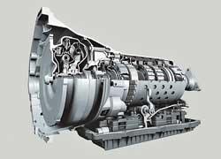 Очередное поколение BMW 7-й серии (760i и 760Li) баварские инженеры вооружили новым высокотехнологичным мотором V12 и 8-ступенчатой автоматической трансмиссией ZF, которые обеспечили автомобилю превосходную динамику и экономичность.