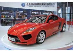Концептуальный спорткар S11-460h создан китайской инжиниринговой компанией TJ Innova. За сиденьями водителя и единственного пассажира скрывается 2,4-литровый бензиновый мотор.