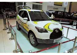 Changfeng CS7 Hybrid оснащен 1,3-литровым мотором, двумя электромоторами мощностью 10 и 30 кВт, литий-ионными батареями, обеспечивающими пробег до 50 км.