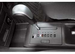 Автоматическая трансмиссия Aveo имеет «зимний режим» Hold. Можно так же, как у конкурента, выбрать одну или две ступени для переключения.