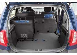 Ровный пол и никаких ремней. Багажник Getz более функциональный, так как имеет больший объем и ниши по бокам для небольших вещей.