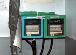 При повышении влажности и нарушении температуры в цехе «плетения» металлокорда срабатывает сигнализация, а инженер получает SMS на телефон.