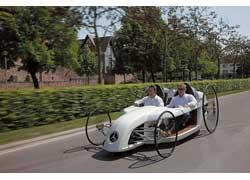 В компании Mercedes решили определить перспективы экоавтомобилей с помощью концепта F-Cell Roadster.
