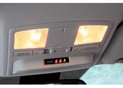 В Mazda, подняв глаза к салонному зеркалу, четко видишь, кто из задних пассажиров пристегнул ремень.