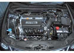 Наиболее мощный (201 л. с.) 2,4-литровый мотор – у Honda. Все «лошадиные силы» традиционно нужно искать в самом «верху».