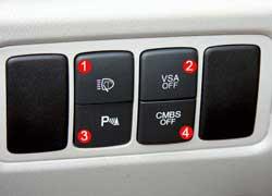 Омыватель фар можно включить отдельно (1). Система стабилизации (2), звук парктроника (3) и система превентивной безопасности (4) отключаются.