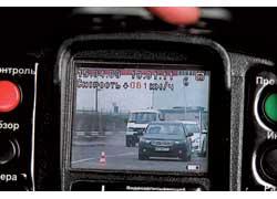 В городском потоке при неправильном режиме измерения «Визир» может «отловить» скорость авто с большей площадью отражения, а зафиксировать ближайшую.