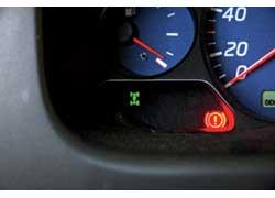 В Nissan трансмиссия гораздо проще: при подключении передка загорается символ на торпедо.