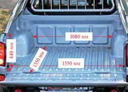 Погрузочная высота Mitsubishi больше – 850 мм. Зато кузов шире и оснащен шестью крючками для крепления груза.