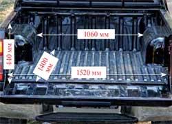 Кузов Nissan длиннее, а погрузочная высота ниже – 770 мм. Для крепежа предусмотрены четыре крючка.