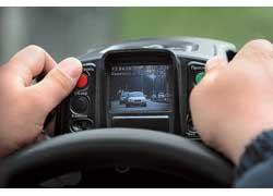 Работа радаром проводилась из салона милицейского автомобиля в режиме фото- и видеофиксации. Это привычная практика для сотрудников ГАИ.