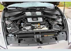3,7-литровый мотор развивает 331 л. с., что на 31 л. с. больше, чем у 3,5-литрового предшественника. Побывав в руках тюнинговых кудесников, эта «шестерка» легко выдаст больше 400 «коней».