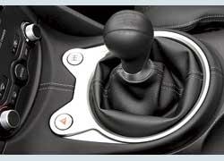 В «механике» кнопкойS-Mode включается система синхронизации оборотов мотора и валов трансмиссии, что заменяет перегазовку.
