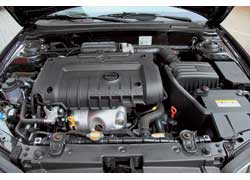 Двигатель предложен один, а коробки две – 5-ступенчатая «механика» и 4-ступенчатый «автомат». С ним в смешанном режиме расход топлива постоянно держался на уровне 9,5 литра.