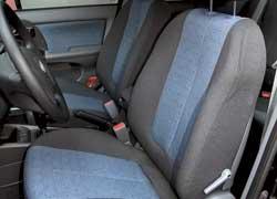 Кресла жесткие, и спинка не очень удачно спрофилирована. Водительское сиденье радует наличием регулировок высоты и наклона подушки , а также поясничного подпора.