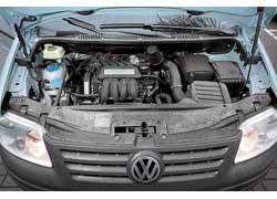 Восьмиклапанный 1,6-литровый мотор неплохо разгоняет пустой автомобиль, но при полной загрузке его 102 «лошадкам» тяжеловато.