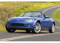 Культовая модель Mazda MX-5 – не только самый продаваемый родстер в мире, но и регулярно занимает верхние строчки в рейтингах надежности.
