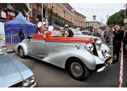 «Августин» Александра Милерова в нынешнем году пережил свое второе рождение. Двухцветная окраска повторяет внешность автомобиля Horch 855 ателье Erdmann & Rossi.
