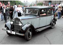 Этот Peugeot 301 (1933 г. в.) приехал из Франции, где в 30-е годы работал в службе такси.