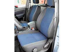Для передних кресел, кроме регулировки продольного положения и наклона спинки, предусмотрено также изменение наклона подушки.