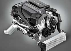 Рядная «шестерка» с турбонагнетателем TwinPower Turbo, непосредственным впрыском топлива и системой управления работой клапанов Valvetronic выдает 306 л. с.