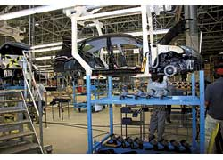 Сборка машин, как и везде, осуществляется вручную с помощью специального инструмента и динамометрических ключей.
