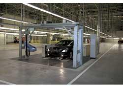 После конвейера машина попадает на стенд регулировки углов установки колес и света фар, на стенд проверки двигателя, трансмиссии, тормозной системы и в дождевальную камеру.