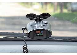 Установленный в автомобиле радар-детектор способен не только защитить водителя от штрафов, но и сделать его езду более безопасной.