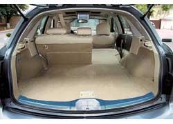 «Походный» объем багажника у FX – один из наибольших среди конкурентов: 775 л против 490 л у Lexus RX, 465 л – у BMW X5 и 635 л у Mercedes ML.
