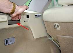 Хотя регулировать угол наклона неудобно – по непонятной причине фиксаторы положений установили в багажнике и добраться к ним из салона сложно.