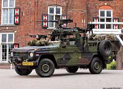 В армию попадает около 50% произведенных «Геликов». Узнать в этой начиненной стрелковым оружием боевой машине Mercedes-Benz G-Klasse сложно.