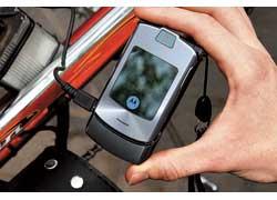 Подзарядить телефон на ходу? Не проблема! Выход на 5 В с USB-разъемом отлично справляется с функцией обычного зарядного устройства.