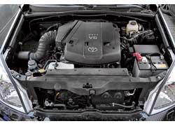 Тойотовский мотор 4,0 л выигрывает в крутящем моменте, но менее мощный и «ест» на 1,4 л/100 км больше бензина.