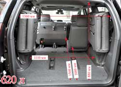 В походном положении у LC 120 Prado больше объем багажника.